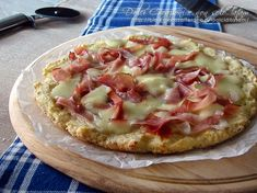 Pizza di patate con speck e mozzarella