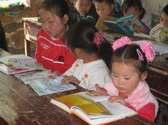 chinese kids reading books in shanxi