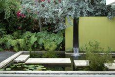 paisagem contemporânea por Raymond Jungles, Inc. Pool Water Features, Water Features In The Garden, Contemporary Landscape, Landscape Design, Modern Contemporary, Contemporary Water Feature, Contemporary Gardens, Water Walls, Garden Architecture