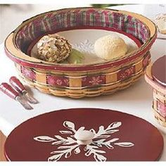 2010 Holiday Host Large Falling Snow Basket & WoodCrafts Lid
