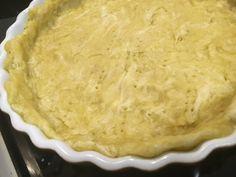 Envie de faire une bonne tarte mais rapidement et avec un bon goût d'huile d'olive ? La recette : 1. Dans un bol, mettre : 250 gr de farine 100 gr d'huile d'olive Une pincée…