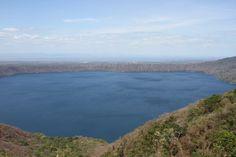 Laguna de Apoyo, desde el mirador de Catarina tiene forma de Corazón - Nicaragua