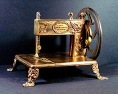 """The Encyclopedia of Early American Sewing Machines """"the Seamstress Friend""""… Treadle Sewing Machines, Antique Sewing Machines, Vintage Sewing Notions, Vintage Sewing Patterns, Sewing Box, Hand Sewing, Sewing Tools, Sewing Hacks, Sewing Projects"""