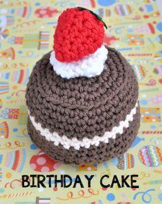 Crochet Amigurumi Food: Birthday Cake ~ Free Pattern http://bowtiesfezzes.com/2013/07/21/crochet-amigurumi-birthday-cake/