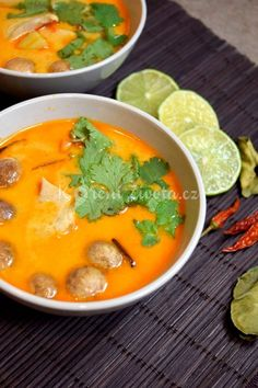 Thajská polévka Tom Kha Gai recept Thai Recipes, My Recipes, Asian Recipes, Asian Cooking, Food 52, Thai Red Curry, Good Food, Paleo, Food And Drink