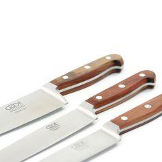 """FRANZ GÜDE - Messerserie - Benannt nach dem Erfinder des """"Güde-Wellenschliffs"""", eines Wellenschliffs mit spitzen Zähnen, zeigen die Messer dieser Serie aus rostfreiem Stahl und mit einem Griff aus Kirschbaumholz, wie klassische Güde-Messer früher aussahen."""