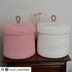 Nice design for a small basket to hold feminine products. Crochet Home, Love Crochet, Crochet Gifts, Diy Crochet, Crochet Baby, Crochet Storage, Crochet Decoration, Crochet Purses, Chunky Yarn