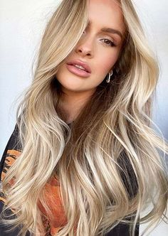 We have presented here so much coolest shades of balayage hair colors for long hair. This awesome blowout hair style is really one of the amazing hair styling trends for modern ladies to sport in 2020. Latest Hairstyles, Girl Hairstyles, Blowout Hairstyles, Hair Color Balayage, Hair Looks, Hair Trends, Hair Cuts, Long Hair Styles, Beauty