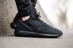 "オールブラックのモードな adidas Originals Tubular Runner ""Core Black"""