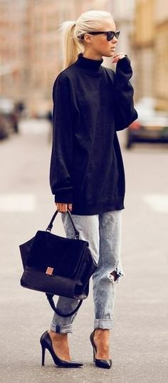 Oversized turtle-neck top, ripped boyfriend jeans and high-heels.