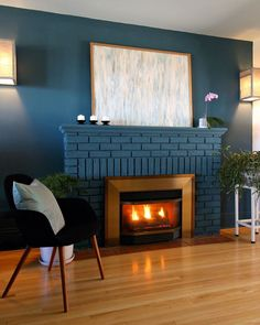 Grey Fireplace, Paint Fireplace, Fireplace Ideas, Fireplace Remodel, Charcoal Walls, Beige Walls, Annie Sloan Chalk Paint, Cool Diy Projects, Craft Projects