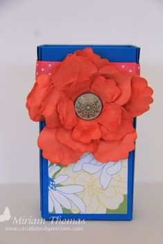 box-with-big-flowers