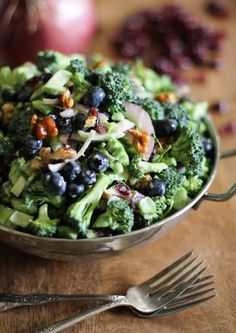 Broccoli Salad with Toasted Walnuts. Broccoli Salad with blueberries dried cranberries and honey-toasted walnuts Healthy Recipes, Salad Recipes, Vegetarian Recipes, Cooking Recipes, Healthy Broccoli Salad, Healthy Salads, Healthy Eating, Broccoli Recipes, Walnut Recipes