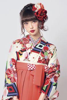 レトロ柄 袴 クリーム色/オレンジ色 商品画像2 Kimono Japan, Japanese Kimono, Modern Kimono, Wedding Kimono, Japanese Hairstyle, Pose, Japanese Outfits, Asia, Japanese Beauty