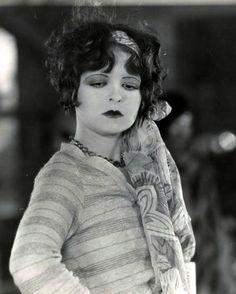 Clara Bow shows us flapper casual.