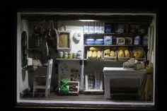 A mercearia com luz .... http://anadecaires.blogspot.pt/