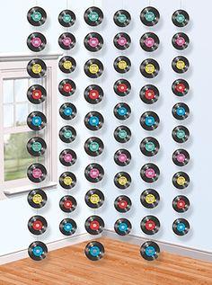 Tiras de casi 2m de largo, para decorar el techo, la puerta, los muebles, las ventanas, las paredes... De www.fiestafacil.com / 6 garlands, almost 2m long, with shapes of old LPs... From www.fiestafacil.com