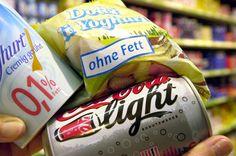 """""""Light""""-Produkte liegen im Trend Finger weg von Light-Produkten! Darin steckt Aspartam, und das regt den Insulinausstoß an – die unangenehme Folge sind Heißhungerattacken."""