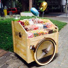 carrinho degustação - Google Search Coffee Carts, Coffee Truck, Coffee Shop, Mobile Bar, Mobile Shop, Food Box, Les Gobelins, Mobile Restaurant, Bike Food