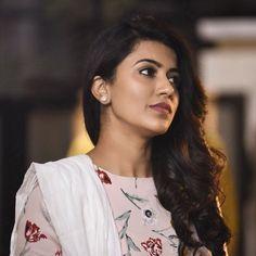 Anju Kurian is an Indian film actress who appears mainly in Malayalam films. Kavi Uddheshichathu and the 2018 film Njan Prakashan. . Follow us at instagram @reelpettiofficial www.reelpetti.com . #priyankamohan #reelpetti #reels #reelpetty #reelsinstagram #actressgallery #actress #tamilactress #kollywoodactress #tamilcinema #cinemagallery #cinewoods #tollywood #mollywood #behindwoods #டோலிவுட் #கோலிவுட் #ரெஜினா #சினிமா #சினிமாசெய்திகள் #தமிழ் சினிமா #தமிழ்ஆக்டர்ஸ் #தமிழ்நடிகைகள் Sonam Kapoor, Deepika Padukone, Female Crossfit Athletes, Indian Natural Beauty, Image Model, Malayalam Actress, Indian Film Actress, Cute Beauty, Girl Face