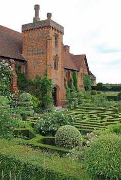 bellasecretgarden: The Old Palace at Hatfield House, Hertfordshire, England by Lizzie927 on Flickr