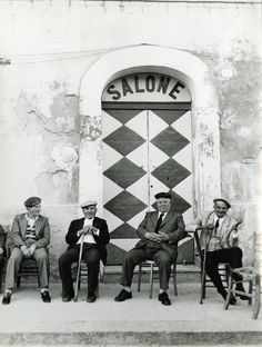 Sicilia (Lisetta Carmi)---I took a photo like this last in Mykonnos,Greece. Italian People, Italian Men, Italian Style, Classic Italian, Italia Vintage, Vintage Italy, Foto Vintage, Fotografie Portraits, Expo Milano 2015