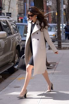 Amal's clothes and outfits. Find out where to buy the exact clothes Amal Clooney wore. Fashion Mode, Work Fashion, Star Fashion, Womens Fashion, Net Fashion, Street Fashion, Latest Fashion, Fashion Trends, Trajes Business Casual