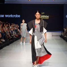 Presentasi kolektif kedua pada pergelaran @jfff_info hari ini merupakan kurasi tampilan kontemporer dari tangan dingin para insan muda di industri mode Indonesia lewat 6 label yaitu: @olineworkrobe @alexalexaofficial @atsthelabel @studiomoral @lickstudio dan @calla.atelier #jfff2017 Photo by: @evanpraditya  via HARPER'S BAZAAR INDONESIA MAGAZINE OFFICIAL INSTAGRAM - Fashion Campaigns  Haute Couture  Advertising  Editorial Photography  Magazine Cover Designs  Supermodels  Runway Models