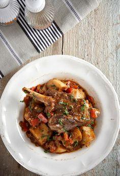 Κατσικάκι πατατάτο της κατσαρόλας! Japchae, Lamb, Pork, Beef, Cooking, Ethnic Recipes, Magazines, Projects, Kale Stir Fry
