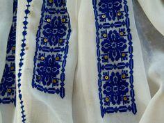 Ie Crasna, Gorj. Folk Embroidery, Embroidery Patterns Free, Needlework, Textiles, Costume, Stitch, Sewing, Blouse, Fashion