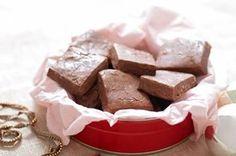 "Toblerone fudge, my Christmas ""baking"" staple. Fudge Recipes, Candy Recipes, Dessert Recipes, Yummy Recipes, Holiday Recipes, Toblerone, Kraft Recipes, Holiday Baking, Christmas Baking"