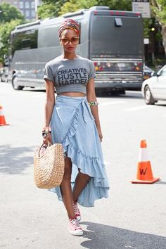 Love this outfit. The Best of summer outfits in 2017 Casual Fashion Trends Collection. Love this outfit. The Best of summer outfits in Princesa Punk, Fashion Weeks, Fashion Outfits, Printemps Street Style, Bold Fashion, Fashion Trends, Afro Punk Fashion, Black Girl Fashion, Fashion Spring