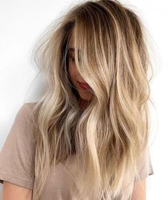 Blonde Balayage Highlights, Brown Hair With Blonde Highlights, Blonde Hair Looks, Brown Hair Balayage, Hair Color Balayage, Dark Blonde Ombre, Shades Of Blonde Hair, Long Bronde Hair, Blonde Balayage On Brown Hair