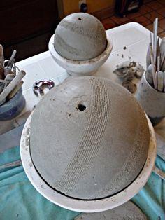 Technique à essayer : réaliser une boule d'argile à partir d'un moule en plâtre