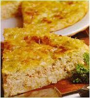 Oond 180 gr C. Meng saam: 1 blik tuna, dreineer, 1 pakkie sampioen soppoeier, 1 1/2 k melk, 1 1/2 k water, 1 gekapte ui, 1 E asyn, 2 groot eiers en 1 groot pak kaas en uie chips, effe fyner gedruk. Skep in gesmeerde tertbak en bak vir 30-40 miunute tot goudbruin. Kan ook gerasperde kaas bo-oor