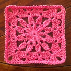 This free crochet granny square pattern features a simple flower in one brilliantly bold color