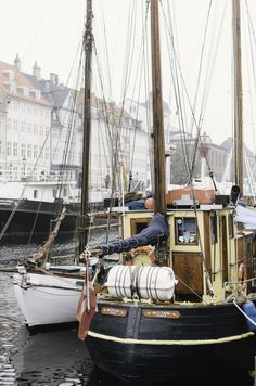 Sailboats at the Nyhavn in Copenhagen | photography by http://www.honeysucklelife.com