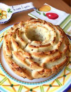 rosa rustica con speck e formaggio - rustic cake with speck and cheese