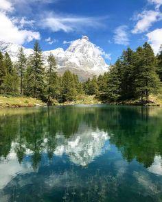 Особенностью района Брёй-Червиния без сомнения является возможность кататься #налыжах🎿 в течении всего года. Часть Итало-Швейцарского горнолыжного курорта, находится на леднике Плато Роза, где всегда много снега☃️. Летом, помимо альпинизма🧗♂️, также можно ходить в #походы и совершать #экскурсии, кататься на горном велосипеде, прыгать с парашютом и играть в гольф⛳ Mountains, Nature, Travel, Viajes, Traveling, Nature Illustration, Off Grid, Trips, Mother Nature