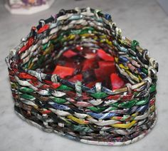 """coração com técnica """"cestaria"""" em papel reciclado -revistas"""