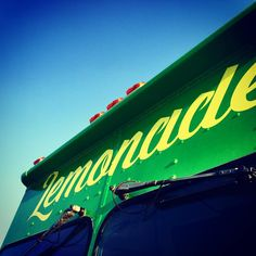@familysqueezedlemonade to the rescue on a sweltering hot evening! #summercool #yycfoodie #sixfootcanasian #6FCA