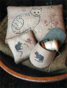 Stacy Nash Primitives - Cat & Mouse Pinkeeps & Slipper [SNP131491] - $12.00 : Laurels Stitchery, The best little stitchery shop on the internet!