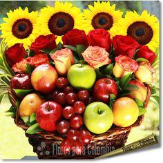 New Fruit Basket Arrangement Christmas 31 Ideas Fruit Box, New Fruit, Fruit Creations, Fruit Displays, Edible Arrangements, Basket Decoration, Flower Boxes, Floral Bouquets, Fresh Flowers