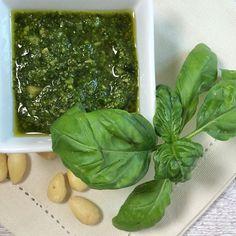 Es müssen nicht immer Pinienkerne sein. Auch mit Mandeln schmeckt ein Pesto fantastisch! http://ift.tt/2vmQtdK - http://ift.tt/1Ku8h61