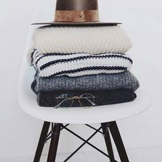 """""""For tuesday, which one?"""" #studio#basic#pullover#keepitsimple"""