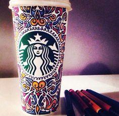 That's a lucky latte! Arte Starbucks, Starbucks Cup Art, Custom Starbucks Cup, Starbucks Secret Menu, Starbucks Christmas, Starbucks Drinks, Starbucks Coffee, Coffee Cup Art, Coffee Shop