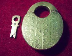 Beautiful 4 lever R & E push key padlock