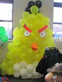 Michele Maeda created this Angry Bird balloon bird for her son's 5th birthday party. AMAZING!!!