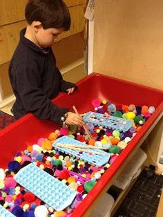 From Playfully Learning: Sensory Table idea-Pom Poms galore! From Playfully Learning: Sensory Table idea-Pom Poms galore! Motor Activities, Sensory Activities, Classroom Activities, Preschool Activities, Sensory Tubs, Sensory Boxes, Sensory Play, Sensory Diet, Sand And Water Table