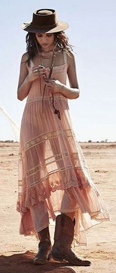 Boho Look | Bohemian hippie chic bohème vibe gypsy fashion indie folk the 70s festival style Coachella fashion Dusty Pink Maxi Shirt Dress